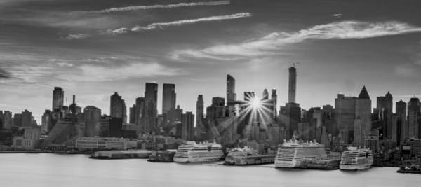 Photograph - Manhattan's Ports At Sunrise Bw by Francisco Gomez