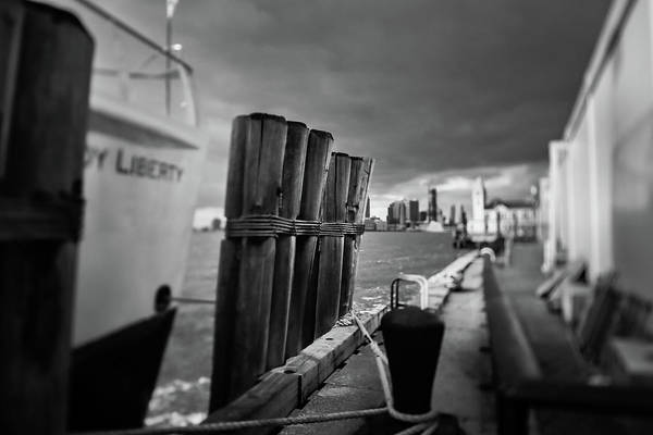 Low Battery Photograph - Marina by Eduardo Fuentes Guevara