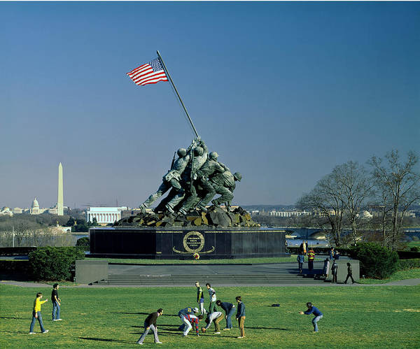 Photograph - 141x17-a-marine Corps War Memorial  by Ed  Cooper Photography