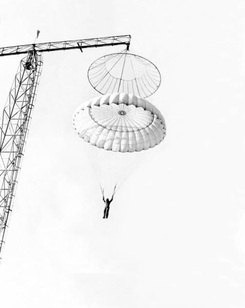 Wall Art - Photograph - Marine Parachute Training by Underwood Archives