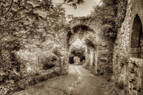 Wall Art - Photograph - Medieval Gate Of Penne by W Chris Fooshee