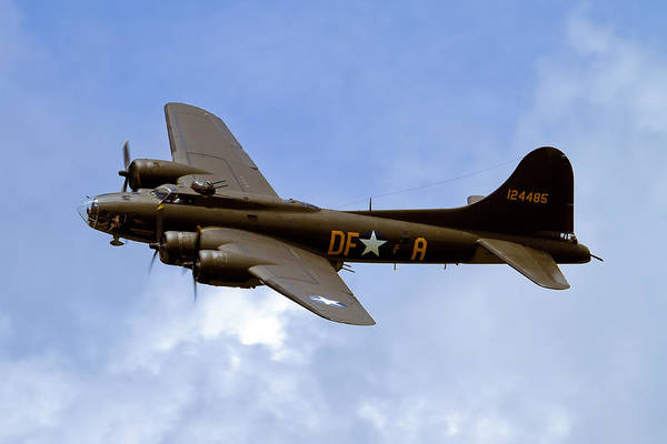 B-17 Bomber Photograph - Memphis Belle by Bill Lindsay