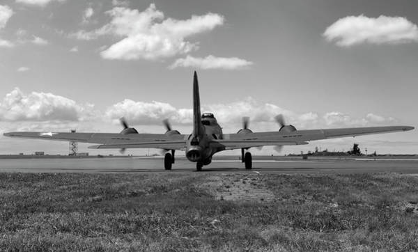 B-17 Bomber Photograph - Memphis Belle Bw by Peter Chilelli