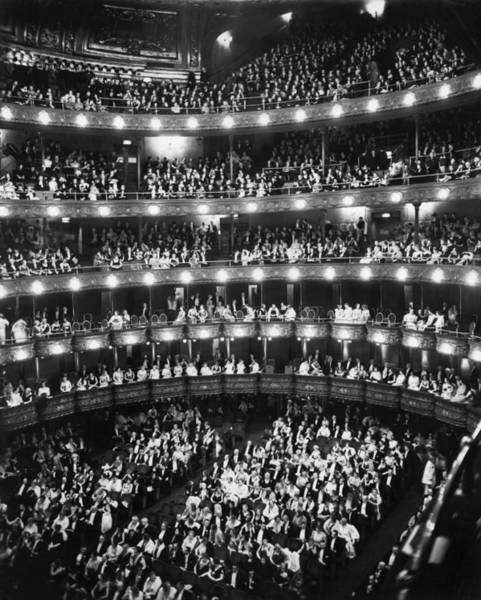 Wall Art - Photograph - Metropolitan Opera House by Underwood Archives