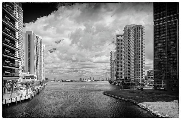 Photograph - Miami River 4076bw by Rudy Umans