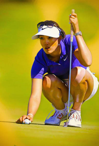 Lpga Digital Art - Michelle Wie Lines Up Her Putt  by Don Kuing