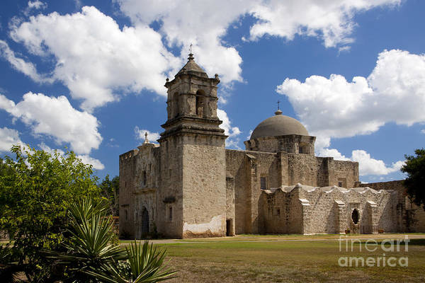 Photograph - Mission San Juan by Richard Lynch