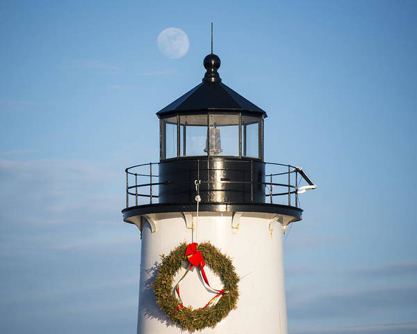 Pickering Photograph - Moonrise Over Fort Pickering Lighthouse Salem Ma Winter Island Wreath Close by Toby McGuire