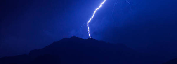 Photograph - Mount Franklin Lightning by SR Green