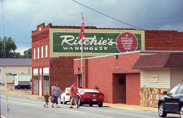 Photograph - Elizabethton Tennessee - Moviegoers 2008 by Frank Romeo