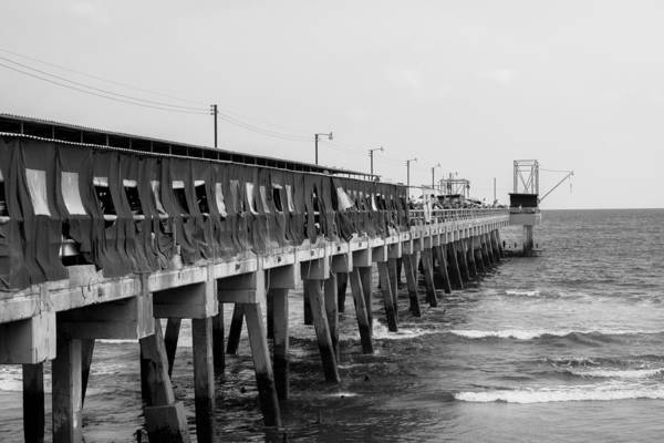 La Libertad Photograph - Muelle Puerto La Libertad Bnw by Totto Ponce