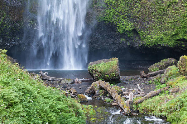 Photograph - Multnomah Falls In The Columbia River Gorge In Oregon 5d3580 by Wingsdomain Art and Photography