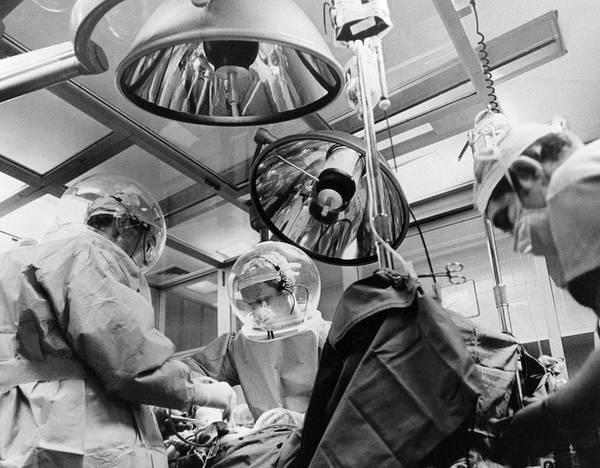Wall Art - Photograph - New Clean Room Surgery by Underwood Archives
