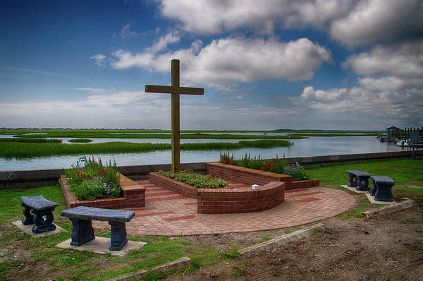 Photograph - New Garden Cross At Belin Umc by Bill Barber