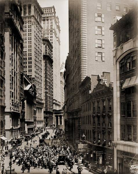 Business Cycles Wall Art - Photograph - New York Curb Exchange In 1916. In 1921 by Everett