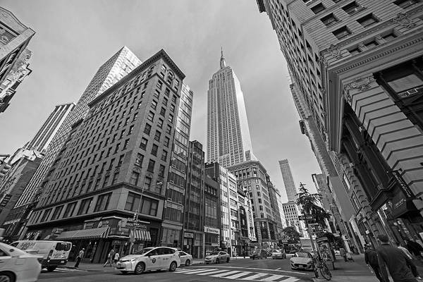 Photograph - New York Fifth Avenue Taxis Empire State Building Black And White by Toby McGuire