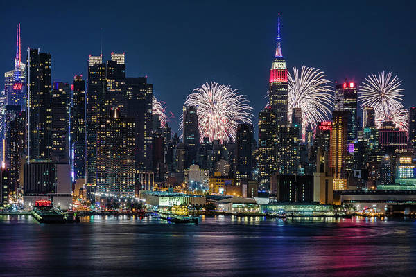 Fireworks Show Wall Art - Photograph - Nyc 4th Of July Fireworks Celebration by Susan Candelario