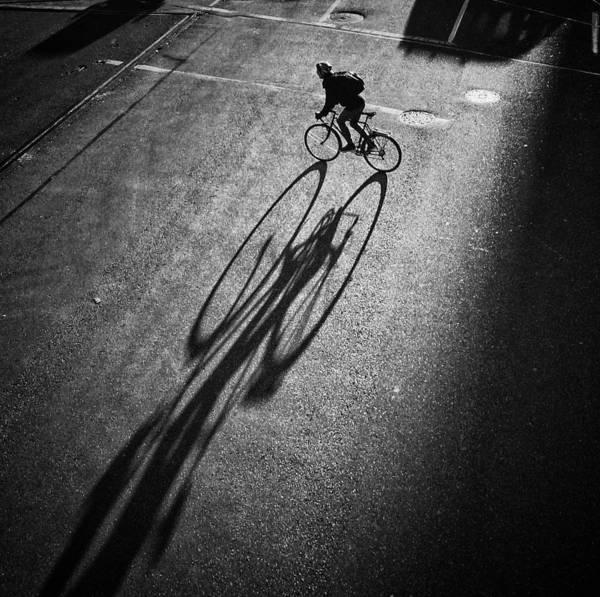 Street Photograph - O O by Jianwei Yang