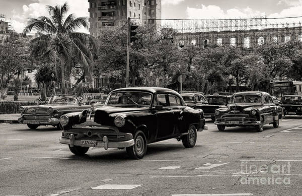 Photograph - Old Cars In Havana by Les Palenik