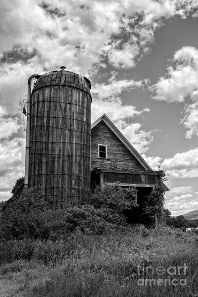 New England Barn Photograph - Old Ely Vermont Barn by Edward Fielding