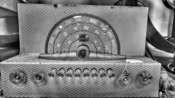 Wall Art - Photograph - Old Radio by Noel Adams