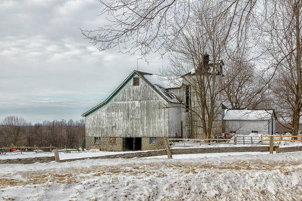 Photograph - Ole Gray Barn by Rod Best
