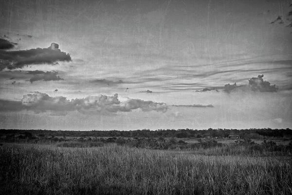 Photograph - On The Edge by Roberto Aloi