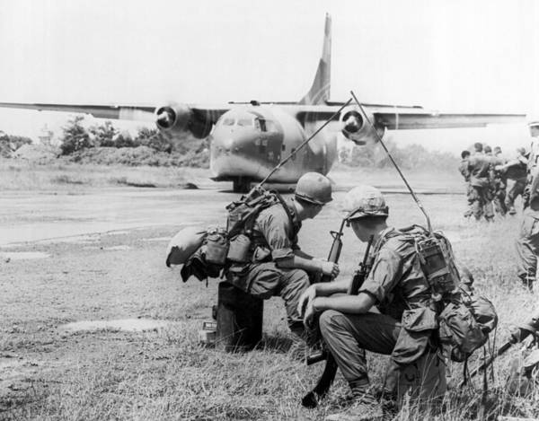 Wall Art - Photograph - Operation Attleboro Airlift by Underwood Archives
