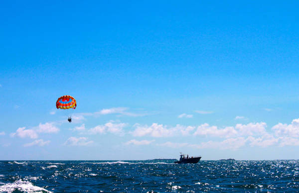 Digital Art - para-sailing in the Keys by Susan Vineyard