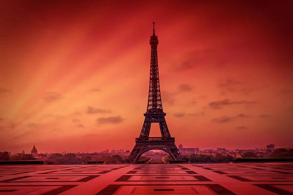 Wall Art - Photograph - Paris Eiffel Tower At Sunrise by Melanie Viola