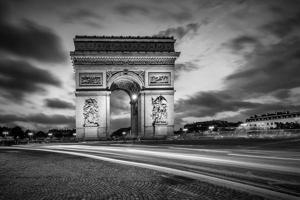 Wall Art - Photograph - Paris Triumphbogen - Monochrome by Melanie Viola