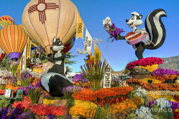 Tournament Of Roses Photograph - Pepe Le Pew And Penelope Pussycat by David Zanzinger