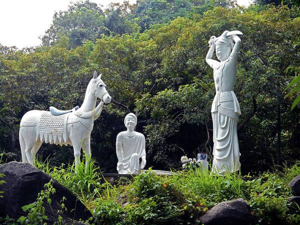 Vung Tau Photograph - Phu My Statues 1 by Ron Kandt