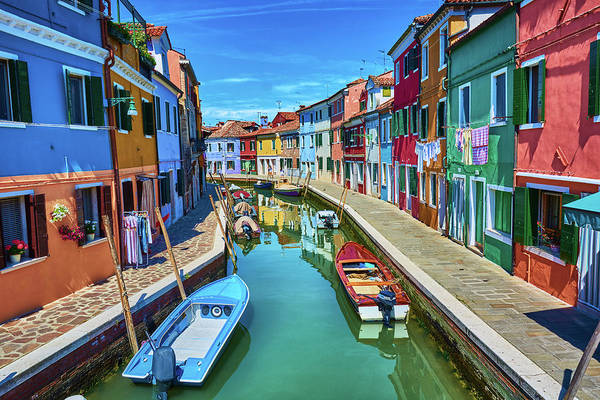 Picturesque Buildings And Boats In Burano Art Print