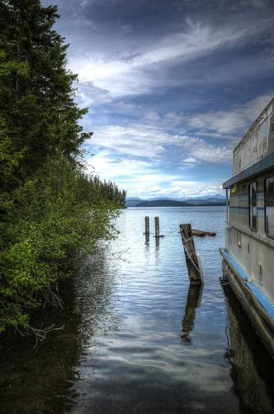 Photograph - Priest Lake Houseboat 7001 by Jerry Sodorff