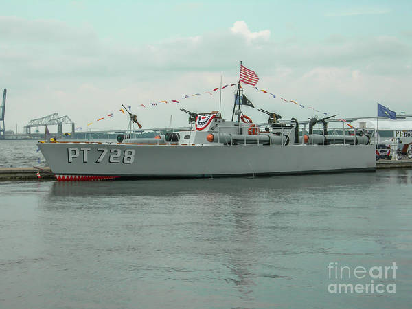 Photograph - Pt 728 Motor Boat by Dale Powell