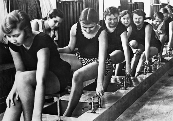 Wall Art - Photograph - Pupils Washing Their Feet by Underwood Archives