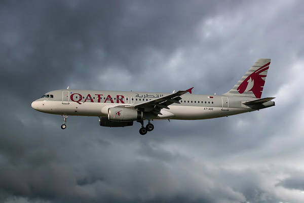 Wall Art - Photograph - Qatar Airways Airbus A320-232 by Smart Aviation