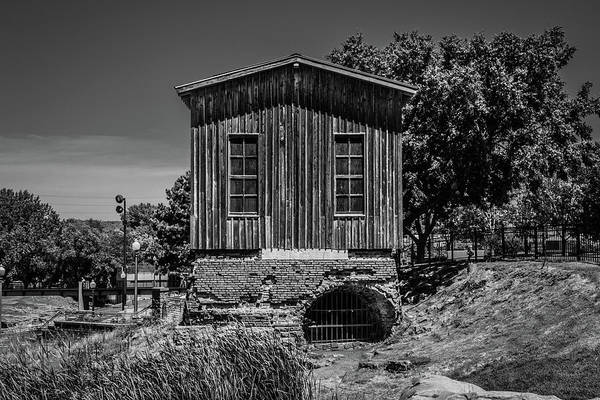 Photograph - Queen Bee Turbine House by Tom Woll
