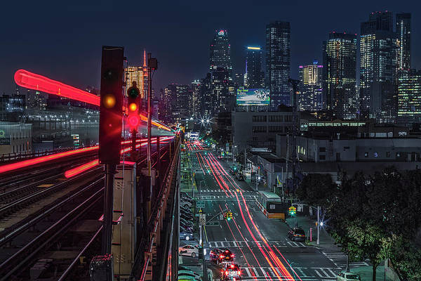 Photograph - Queens 7 Train And Nyc Skyline by Susan Candelario
