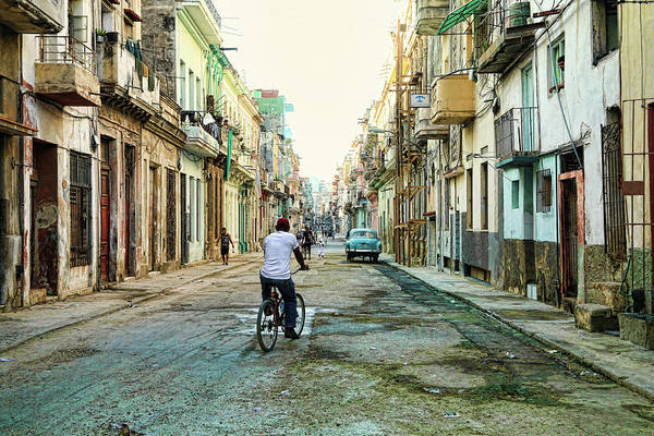 Photograph - Quiet In La Habana by Mary Buck