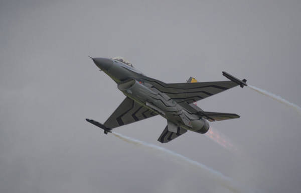 Photograph - Raf Scampton 2017 - F-16 Fighting Falcon by Scott Lyons
