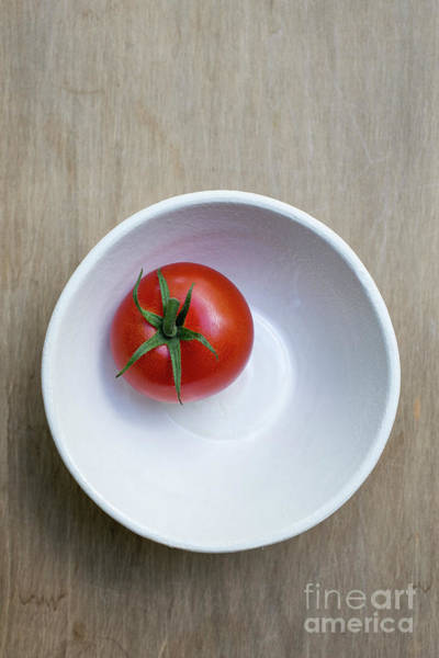 Photograph - Red Tomato White Bowl by Edward Fielding