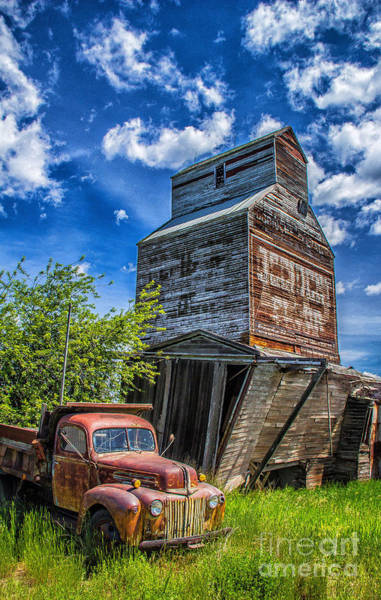 Photograph - Reed Point Flour Mill by Jim McCain
