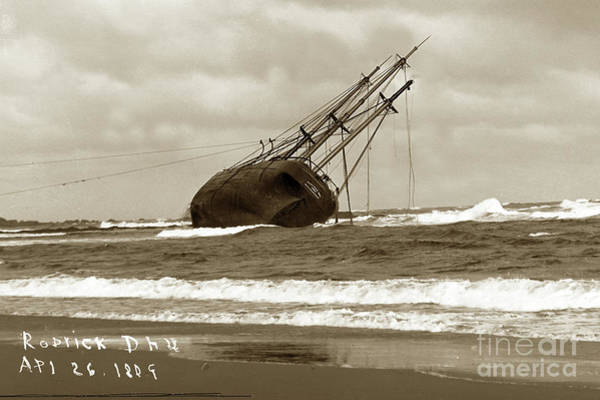 Photograph - Rhoderick Dhu Wrecked On Moss Beach,  Asilomar Near  Pacific Grove 1909 by California Views Archives Mr Pat Hathaway Archives