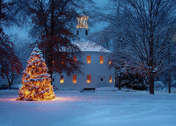 Richmond Vermont Round Church At Christmas Art Print