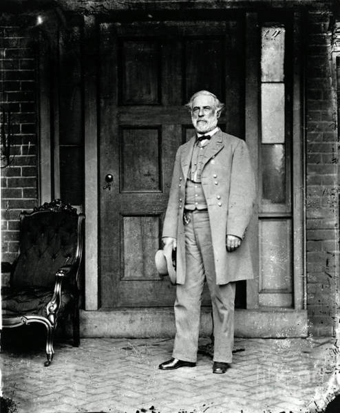 Notable Photograph - Robert E. Lee In Richmond, Virginia by Photo Researchers