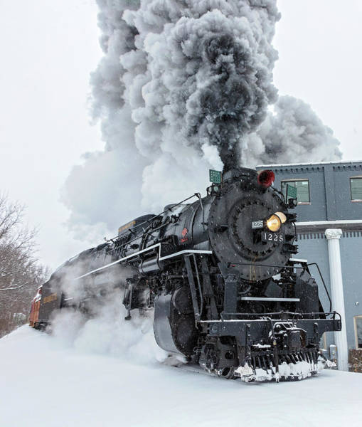 Marquette Photograph - Rolling By by Pat Eisenberger
