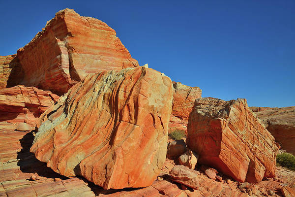 Photograph - Sandstone Pyramid In Valley Of Fire by Ray Mathis