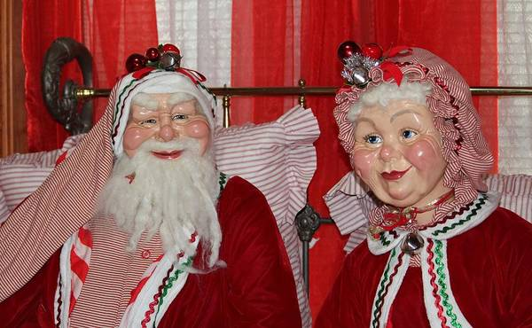 Photograph - Santa And Mrs. Claus by Cynthia Guinn